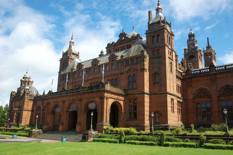 Die Bahnreise durch Schottland beginnt in Glasgow, wo wir u.a. das Kelvingrove Museum besuchen.