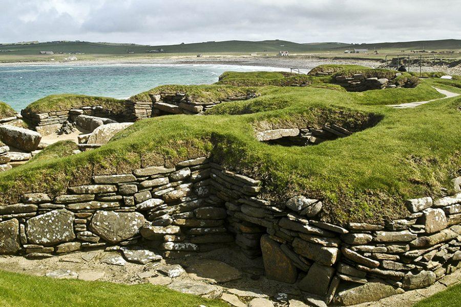 Entdecken Sie das prehistorische Skara Brae auf unserer Rundreise durch Schottland im Auto.