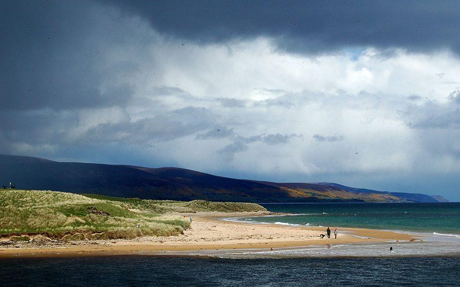Die Rundreise an der East Coast von Schottland fuehrt zu traumhaften Straenden.
