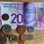 Im Schottlandurlaub braucht man Pfund Geld, das man bei der Post oder bei Banken umtauschen kann.