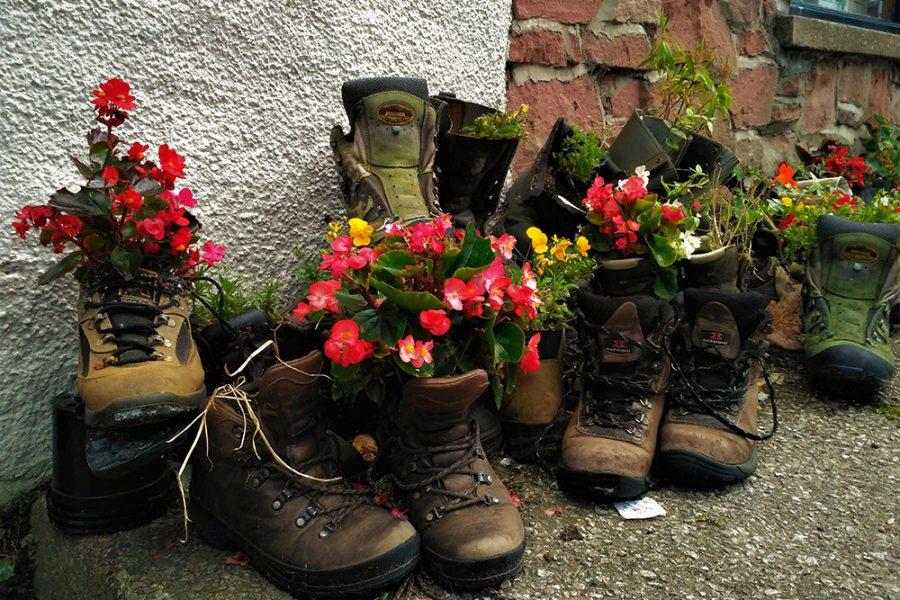 Wanderschuhe sollte Sie fuer Wanderungen in die schottischen Highlands definitiv mitbringen.